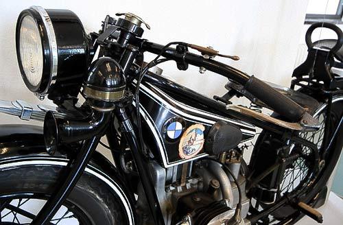 Alte Motorräder - auf der Strasse, bei Ausstellungen oder in Technik-Museen