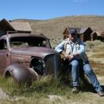 Der Autor mit Chevy Deluxe Master Coupè – in der Ghosttown Bodie, California
