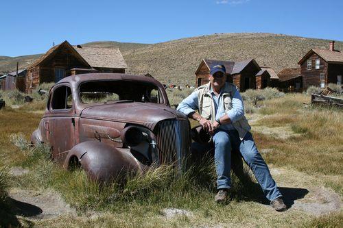 Der Autor mit Chevy Deluxe Master Coupè - in der Ghosttown Bodie, California