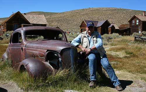 Der Autor Helmut Möller auf dem Chevy Deluxe Master Coupè - in Bodie, Kalifornien