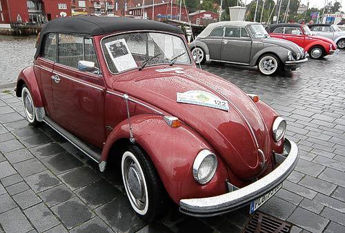 VW Käfer Cabrios unterschiedlicher Jahrgänge