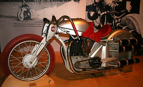 Fritz von Opels Motorrad mit zusätzlichem Raketenantrieb