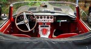 Klassisch britisch - das Cockpit des Jaguar E-Type Roadsters