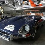 Jaguar E – Roadster zwischen Flugzeugen im Luftfahrtmuseum Wernigerode