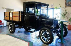 Ford T - 10 Jahre lang nur in der Farbe 'Schwarz' gefertigt.