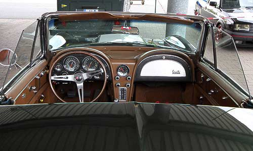 Aufregendes Styling - das Cockpit der Chevrolet Corvette Sting Ray