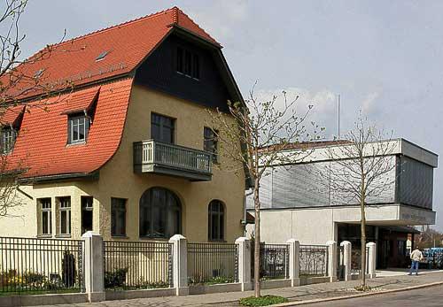 August Horch Fabrikantenvilla und Eingang des hochmodernen Museums