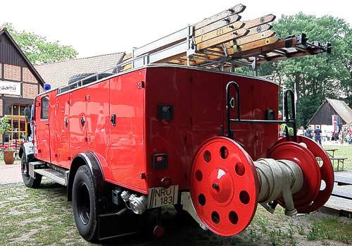 'Emil' LF 25 - Feuerwehr der Vierziger Jahre mit Holzleitern