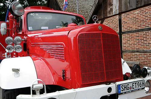 Daimler-Benz Feuerwehr im Look der Fünfziger Jahre