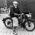 Stephan Arbeitlang auf der DKW RT 100 seines Großvaters