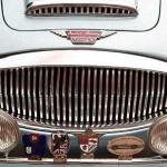 Austin-Healey 3000 Mk III – Orden und Ehrenzeichen am Kühlergrill