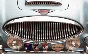 Austin-Healey 3000 Mk III - Orden und Ehrenzeichen am Kühlergrill