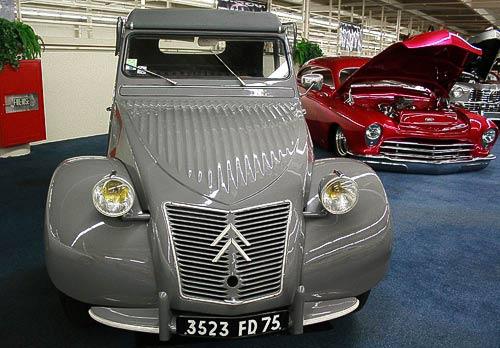 Der Citroen 2 CV - ein Kultfahrzeug im Museum 'The Auto Collections' in Las Vegas