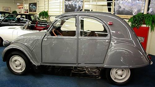 Komfortabler Kleinwagen mit vier Türen - Citroen 2 CV