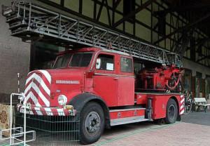 Henschel - Feuerwehr-Fahrzeug mit Ausziehleiter