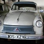 Ebenfalls in zweifarbiger Lackierung – Lloyd Alexander im Automuseum Melle