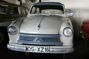 Ebenfalls in zweifarbiger Lackierung - Lloyd Alexander im Automuseum Melle