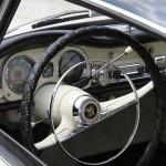 Ein Blick ins damals hochmoderne Cockpit des Auto Union 1000 Sp