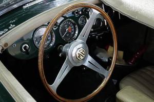 MG A - das klassische Cockpit britischer Roasdster