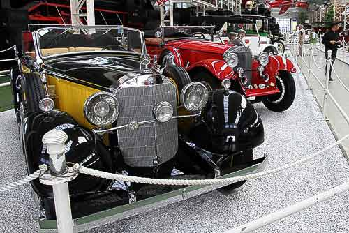 Ein kleiner Teil der Mercedes-Benz-Ausstellung in der Liller Halle