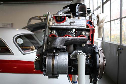 Dreizylinder-Zweitakt-Motor