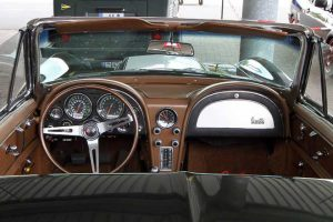 chevrolet-corvette-sting-ray-convertible-cockpit