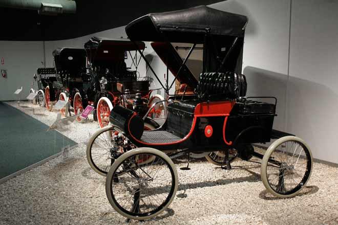 oldsmobile-curved-dash-1902